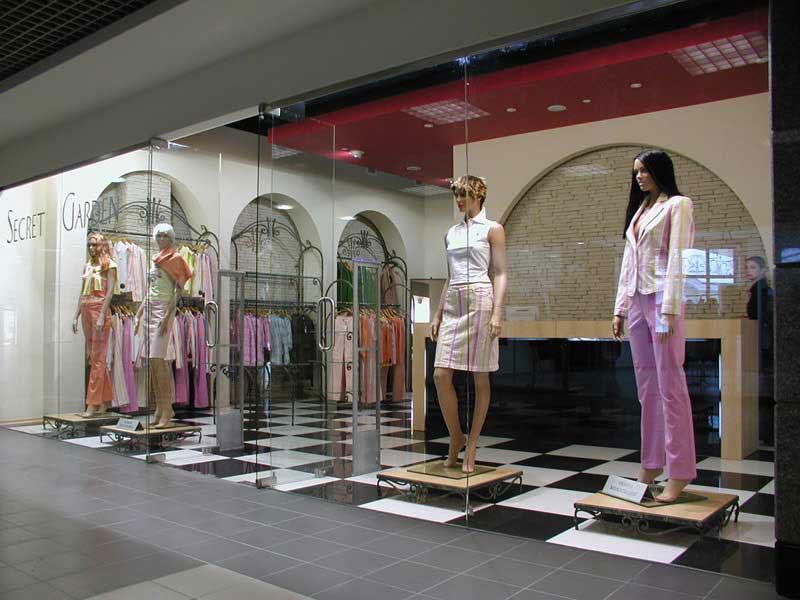 Фото оформление витрины магазина одежды