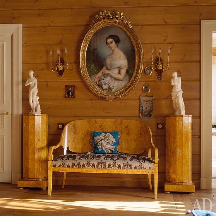 антиквариат и классическая мебель в деревянном доме