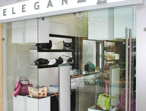 Дизайн магазина кожгалантереи Eleganzza в ТЦ «РИО». 50 кв.м. Москва. Фото
