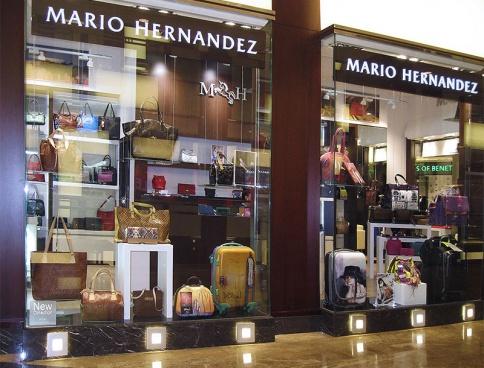 Дизайн магазина сумок Mario Hernandez в  ТЦ «Вегас». 52 кв.м. Москва. Фото